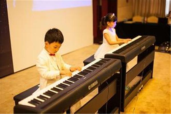 未来星钢琴中心