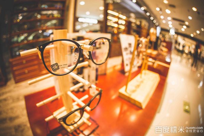 燥时尚眼镜店