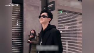 c-范丞丞首次启程巴黎时装周 黑色大衣轻松有朝气