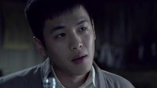 刘志辉跟周卫国亲兄弟一起喝酒,周卫国给志辉送行